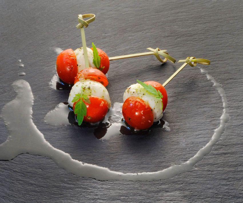 Bambús de Tomatitos Cherrys con Perlas de Mozarella